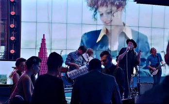 videoclip arcade fire money love